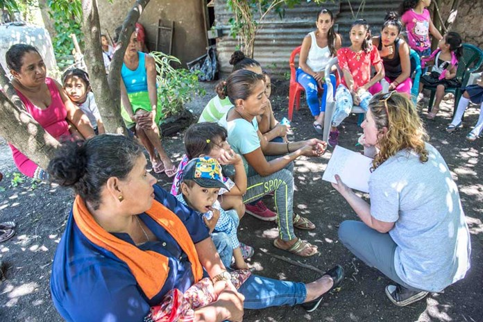 Katie Hagley from Amos Trust talking to some local women and children in La Concepcion, Teustepe in rural Nicaragua.